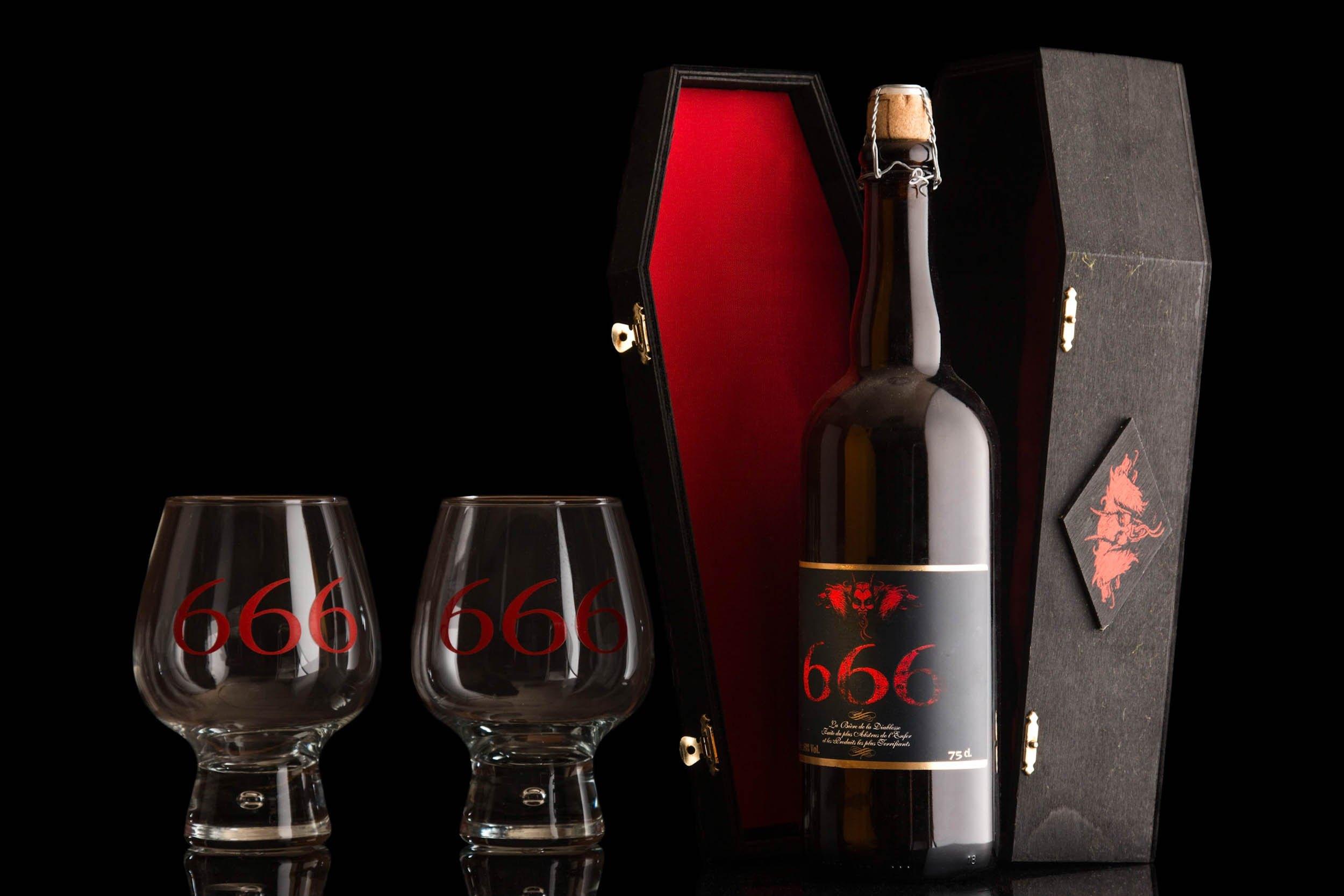 Producto bodegón botella y vasos 666